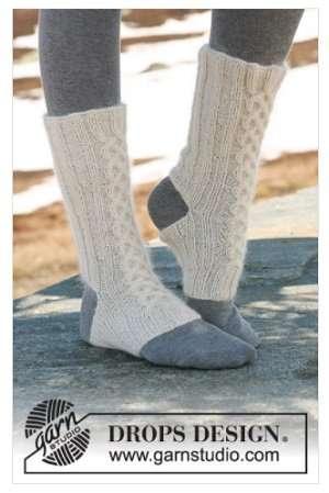 Handgestrickte Yoga Socken mit Zopfmuster